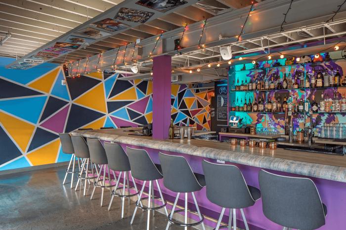 Renos Karaoke Bar, interior design